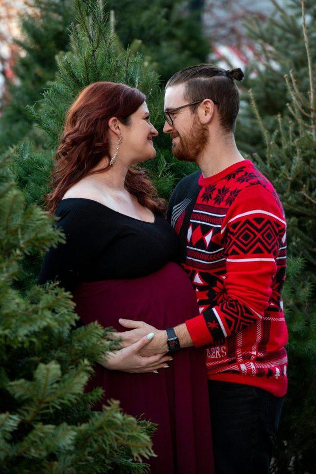 Holiday christmas maternity photoshoot image